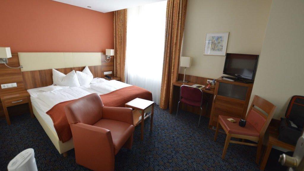 Der erste Blick ins Zimmer 42 im Ringhotel Loew's Merkur Nürnberg