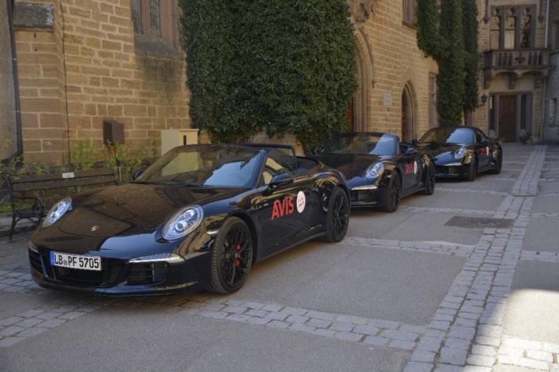 Unsere kleine AVIS Porsche Flotte im Innenhof der Burg Hohenzollern