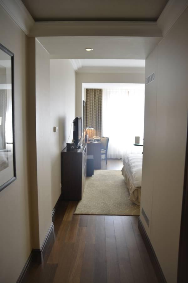 Der erste Blick ins Zimmer im Radisson Blu Alcron Hotel Prag