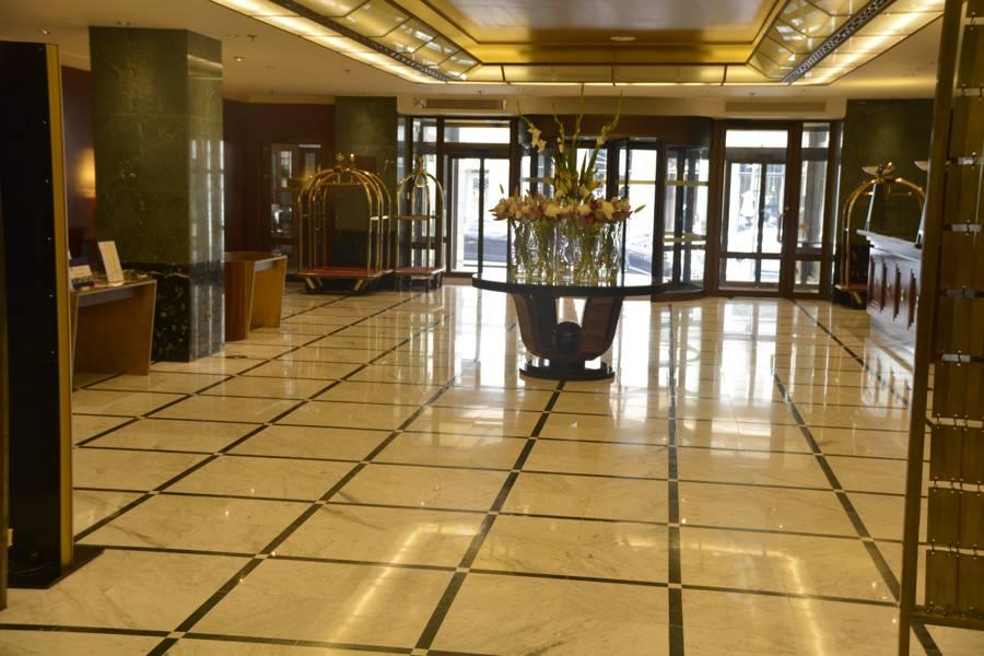 Lobby des Radisson Blu Alcron Prag