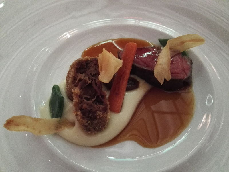 Rinderfilet und Schulter mit Fischsosse und Jasmintee Kartoffelbrei im Sternerestaurant  The Alcron Prag