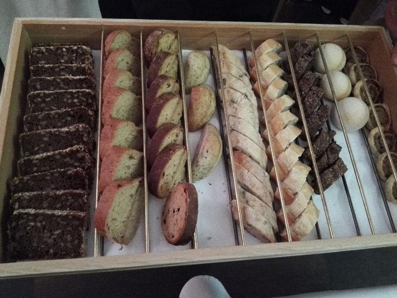 Brot. Brot. Und noch viel mehr Brot im Restaurant The Alcron in Prag
