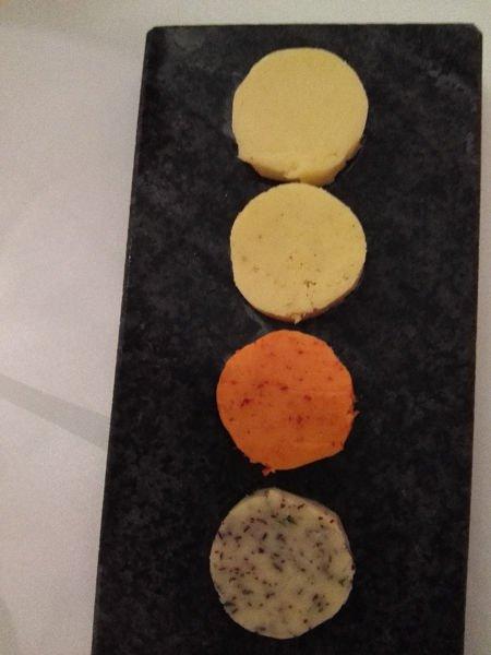 Vier verschiedene Butter beim Dinner im The Alcron Restaurant Prag