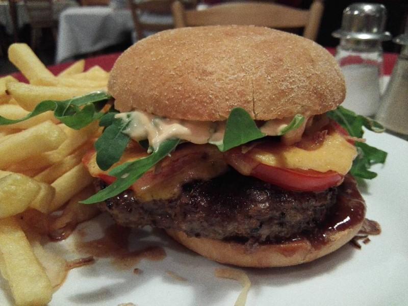 Burger in der Badischen Kellerey in Kastellaun