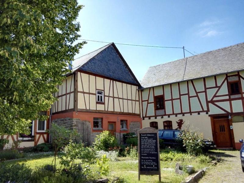 Hunsrücker Hexenhaus in Mannebach auf der Verlängerung des Saar-Hunsrück-Steigs