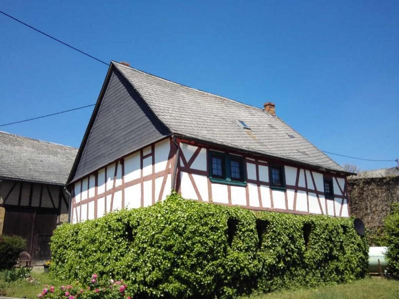 Ein schön eingewachsenes Fachwerkhaus in Morshausen, Ausgangspunkt der Traumschleife Murscher Eselsche und Etappenziel des Saar-Hunsrück-Steigs