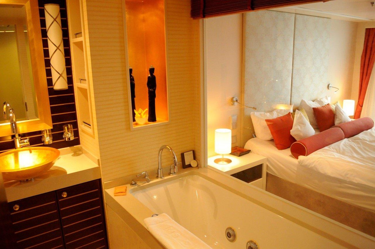 ms europa grand hotel auf see travellerblog. Black Bedroom Furniture Sets. Home Design Ideas