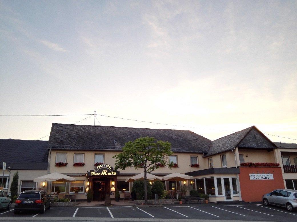 Landhotel Zur Katz in Halsenbach-Ehr, Gastgeber auf dem Saar-Hunsrück-Steig mit Fahrservice