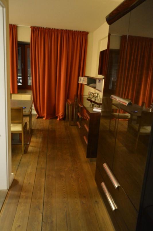Erster Blick in das Zimmer nach dem Öffnen der Türe im Design Hotel Adele Berlin