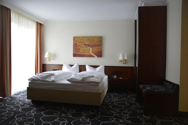Gemütliches Bett im Radisson Blu Baden-Baden
