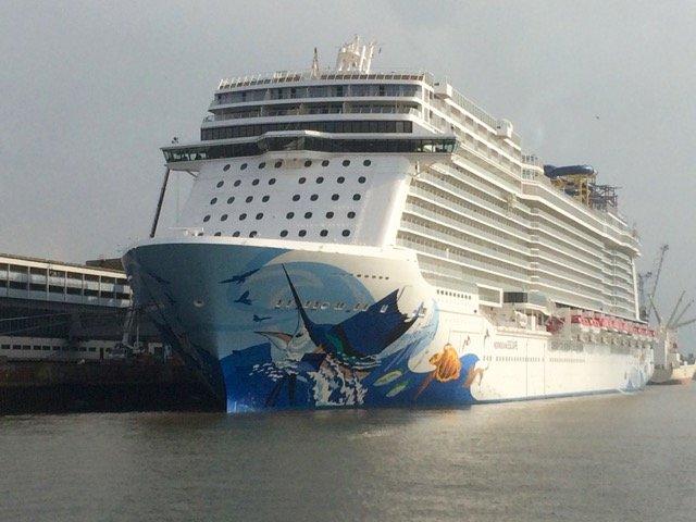 Zur Ausrüstung lag die Norwegian Escape lange in Bremerhaven.