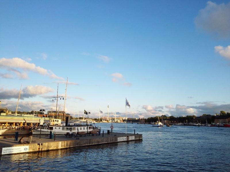 Blick über den Nybroviken Hafen in Stockholm Richtung Gröna Lund