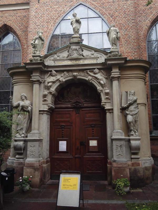 Kircheneingang in Stockholm
