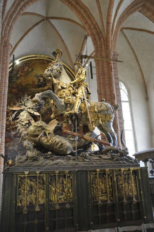 St. Georg und der Drache (vermutlich vom Lübecker Berndt Notke aus Eichenholz geschnitzt), 1489 als Altarstiftung geweiht