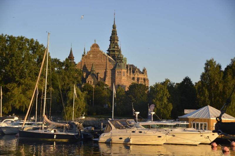 Schiffe am Ufer der Stockholmer Insel Djurgården