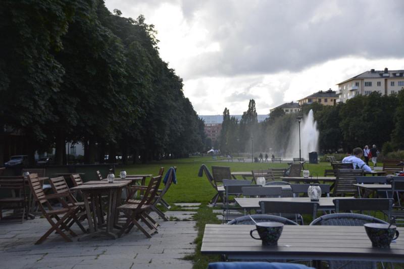 Blick durch den Tessinparken in Stockholm