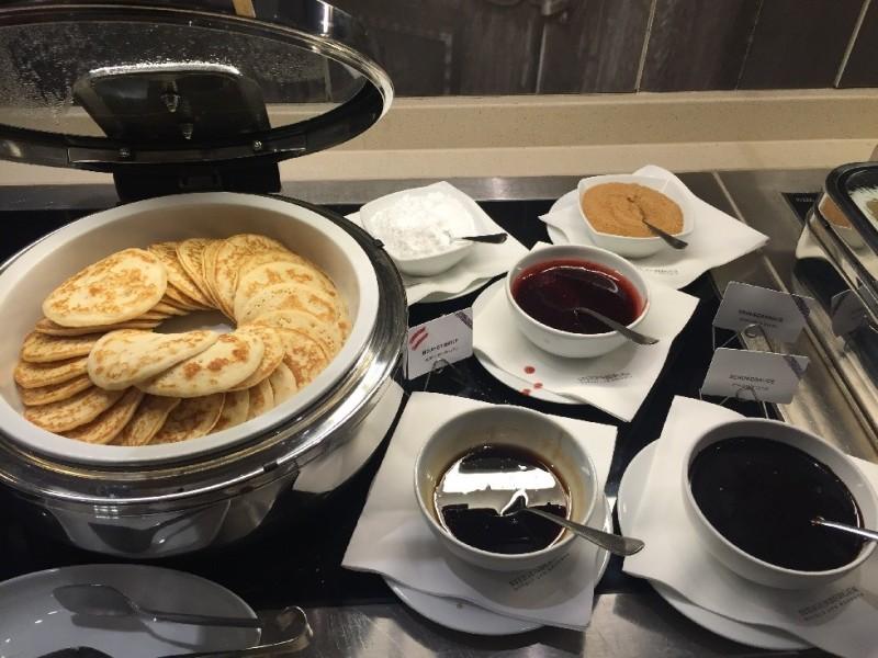 Pancakes mit drei Sossen im Hotel Steigenberger Herrenhof Wien