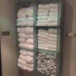 Handtücher und Schlappen