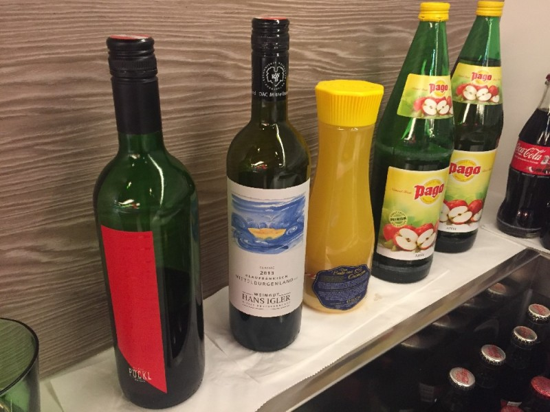 Gute Getränkeauswahl in der ÖBB Lounge im Wiener Hauptbahnhof