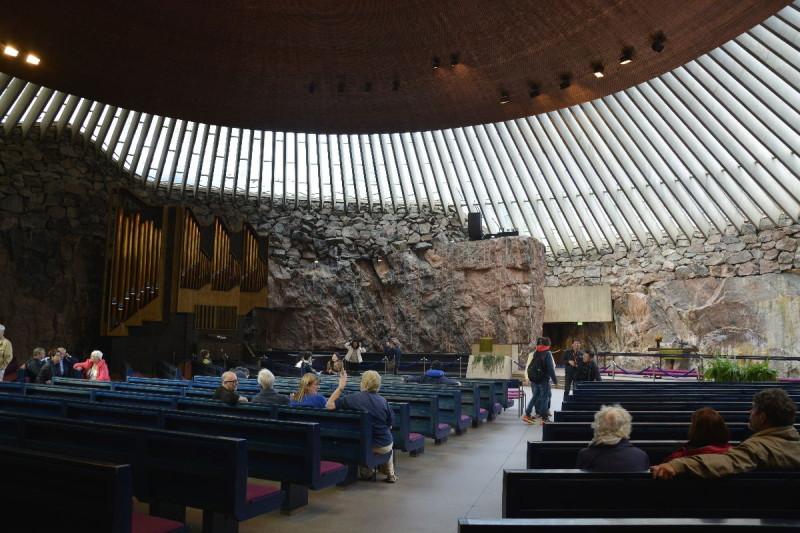 Im Inneren der Felsenkirche Helsinki