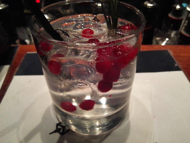 Leckerer Gin Tonic in der Bar Torni in Helsinki - genossen bei toller Aussicht