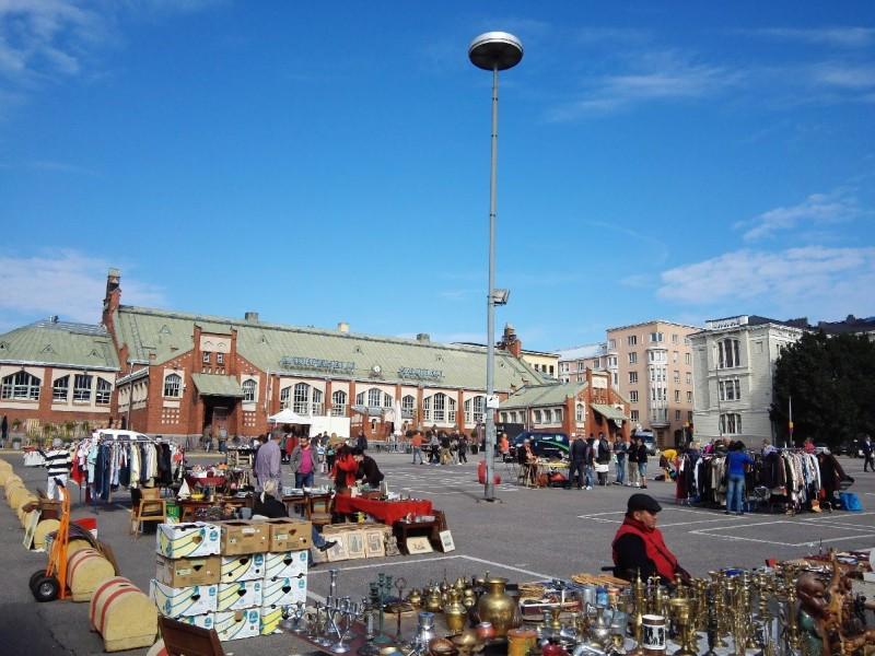 Markt vor Markthalle in Helsinki