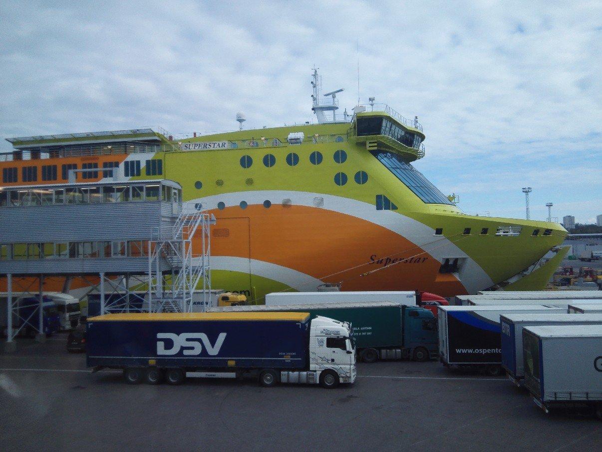 Die M/S Superstar beim entladen im Hafen von Tallinn
