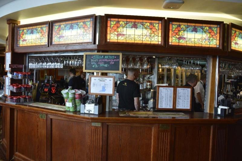 Blick auf die Bar im Old Port Pub auf der M/S Silja Symphony