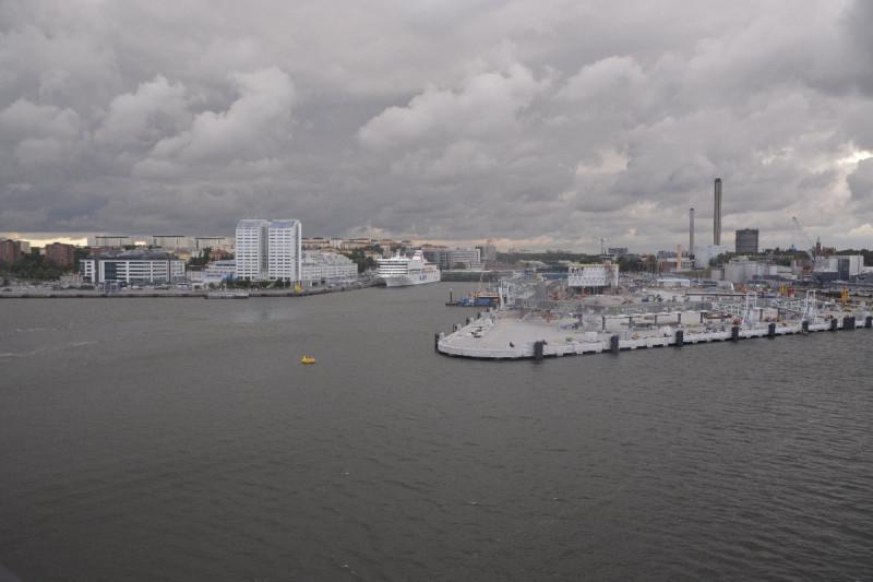 Ein Blick zurück auf den Hafen Värtahamnen von Stockholm