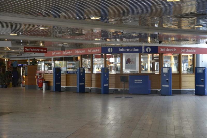 Der Checkin Bereich von Tallink Silja im Hafen Värtahamnen Stockholm