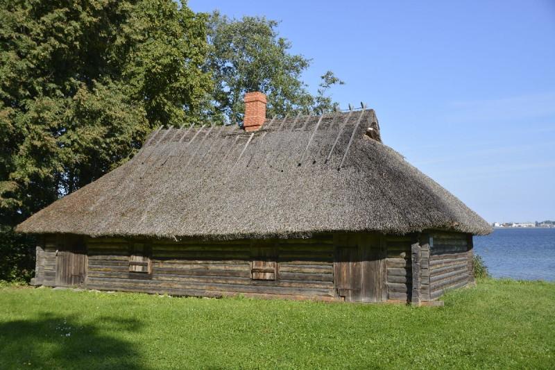 Fischerunterkunft vom Ende des 19. Jahrhunderts im estnischen Freiluftmuseum Tallinns