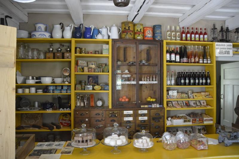 Ladeneinrichtung 1 im Dorfladen Lau im estnischen Freiluftmuseum Tallinn