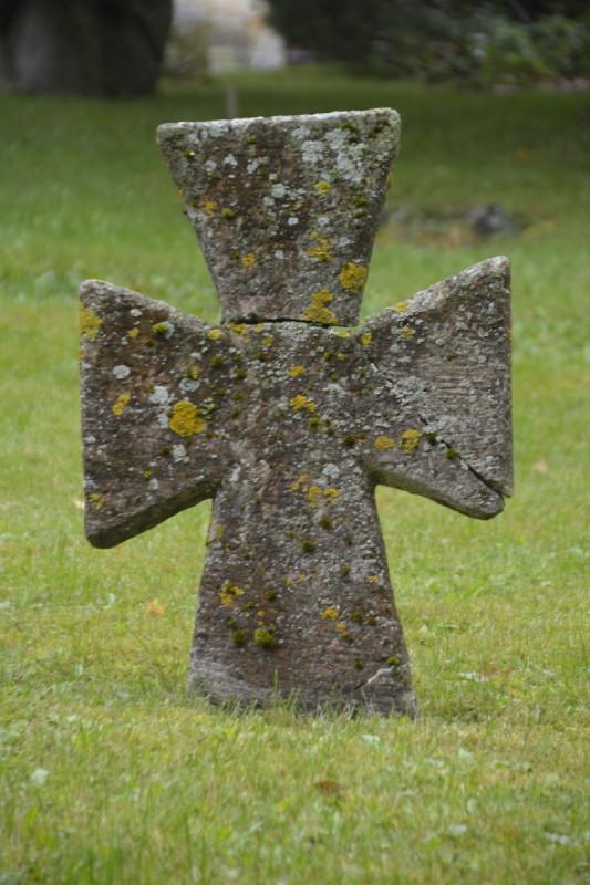 Steinkreuz im Kloster Pirita bei Tallinn