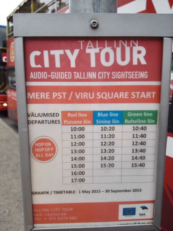 Abfahrtsplan der Red Busses am VaruViru Square Tallinn