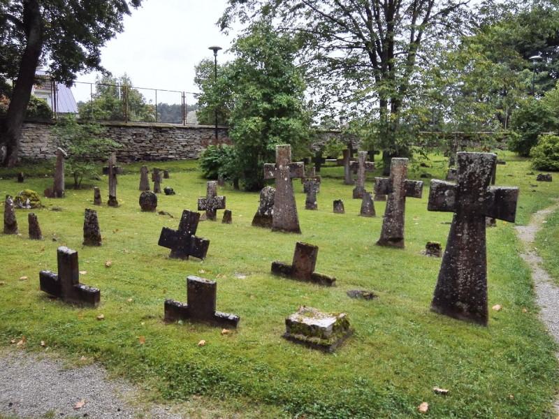 Überblick über einen Teil des Friedhofes im Kloster Pirita