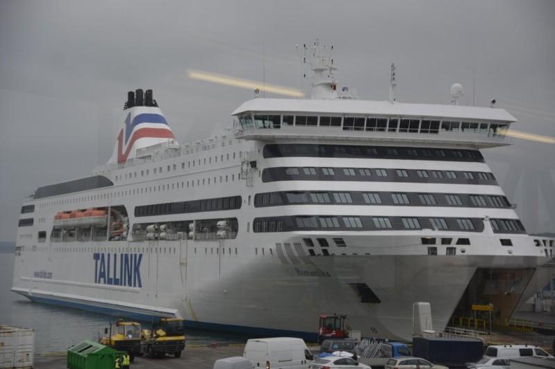 M/S Romantika im Hafen von Tallinn beim Beladen vor der Abfahrt nach Stockholm