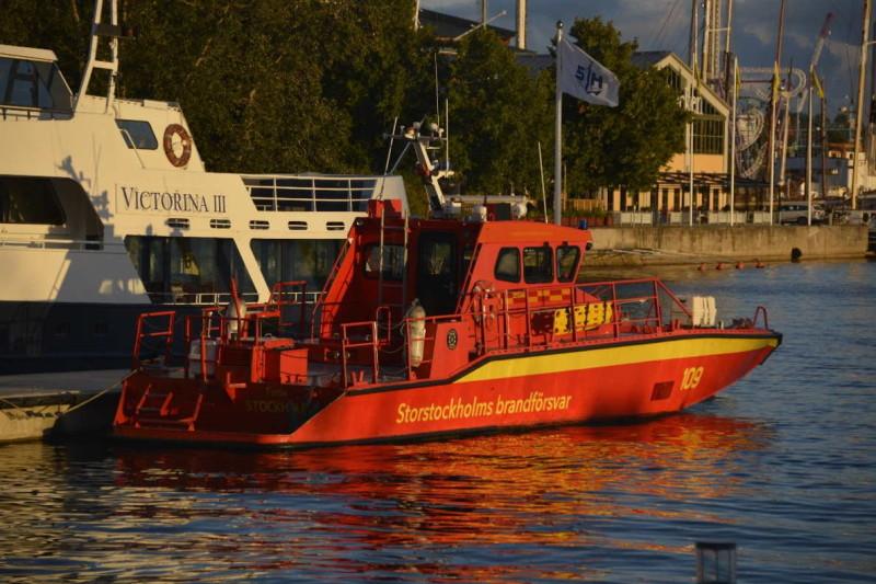 Feuerwehrschiff im Stockholmer Hafen