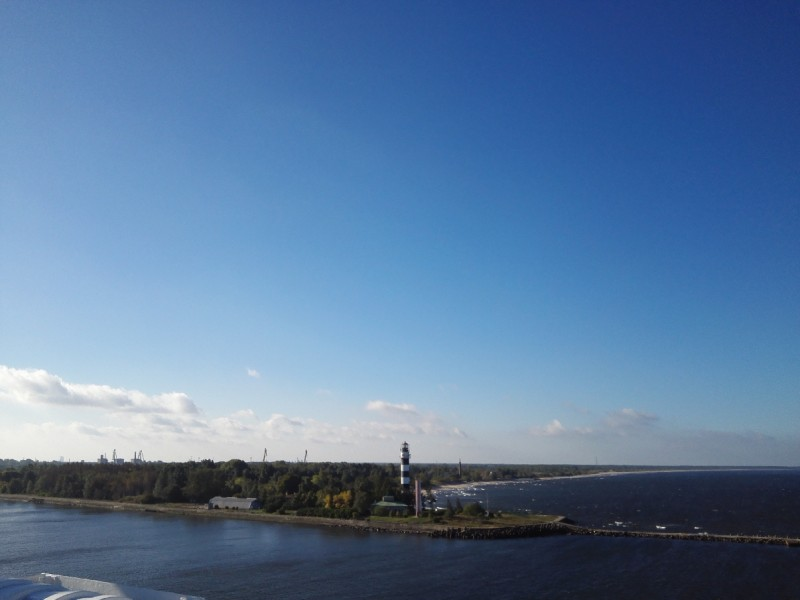 Strahlend blauer Himmel - da steh ich doch gerne auf und schau nach dem Leuchtturm