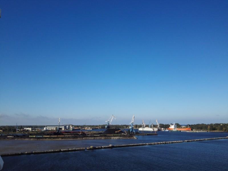 Irgendein Hafen in Lettland. Wegen der Kräne musste das Bild hier mit rein ;)
