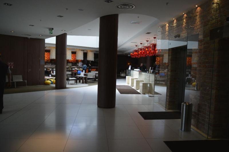 Rezeption, Bar und Lounge des Tallink Hotel Riga