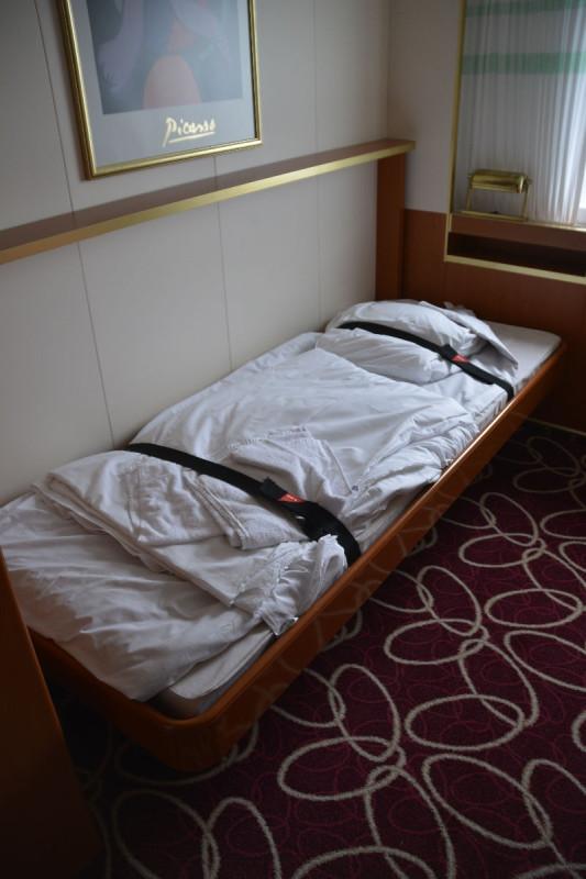 Kabine mit runtergeklappten Bett auf der M/S Romantika