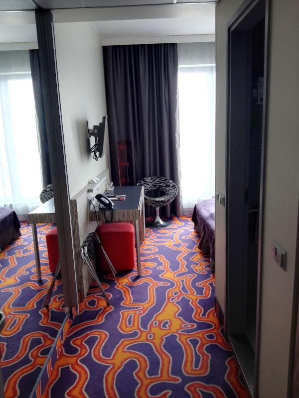 Der erste Blick in mein Zimmer nach dem Öffnen der Türe im Tallink Spa & Conference Hotel Tallinn