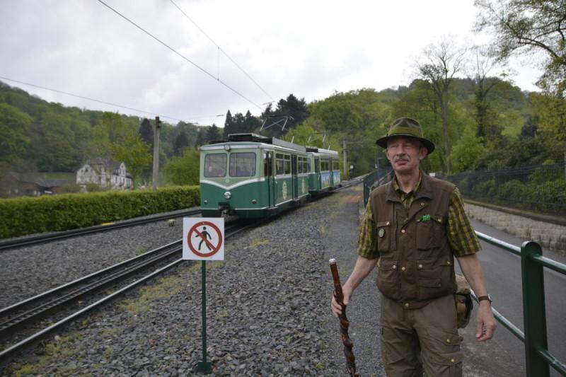 Jakob Sieger bringt uns von der Drachenfelsbahn in das Schloss Drachenburg