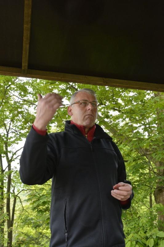 Christian Leve, Sommelier und Betreiber des Hotels Krone in Königswinter bei der Schlenderweinprobe
