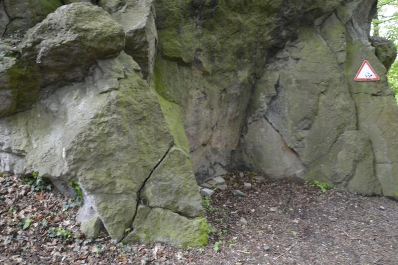 Vorne ist einer der Ringe zu sehen am Fels