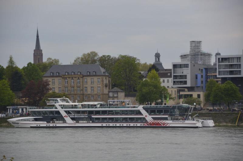 Die RheinEnergie am Ableger in Bonn bei Rhein in Flammen