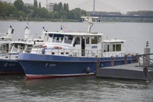 Polizeiboote vor Ihrem Einsatz bei Rhein in Flammen Bonn