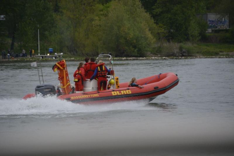 Und auch DLRG sorgt sich um unsere Sicherheit bei Rhein in Flammen Bonn