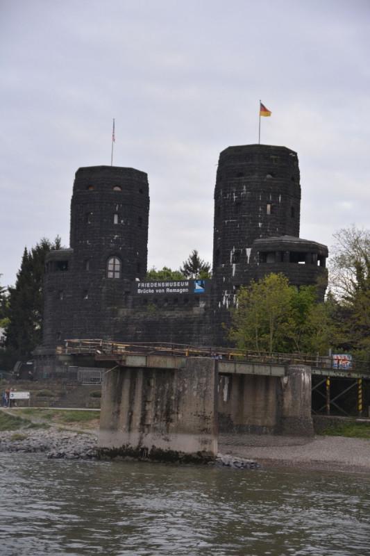 """Überreste der Ludendorff-Brücke (""""Brücke von Remagen"""")"""