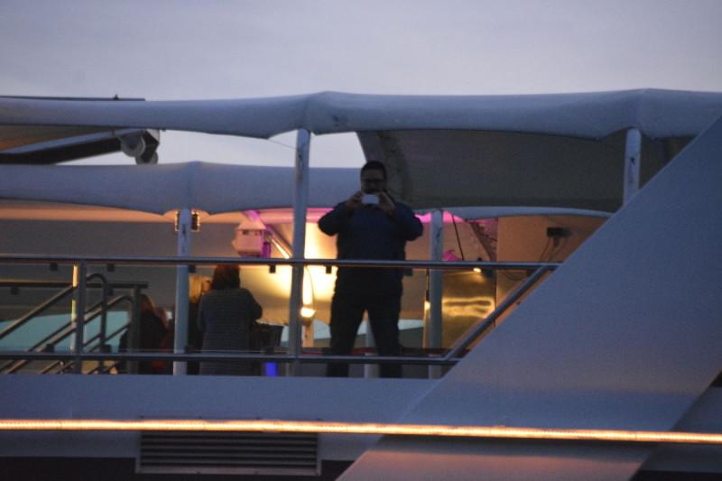 Da will der Andre doch glatt ein Bild von unserem schönen Polizeischiff machen ;)